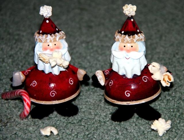 The Santas w popcorn