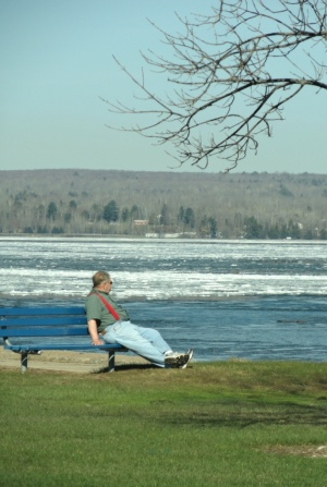 Another short-sleeved fella just enjoys the spring warmth while the ice melts...