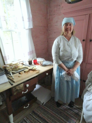 Helen Stenvig serving old-time Finnish treats.  I gobbled up the Nisu, a braided sweet bread made with cardamom.  Helen shared how challenging it was to bake pies in the wood cookstove without burning them.