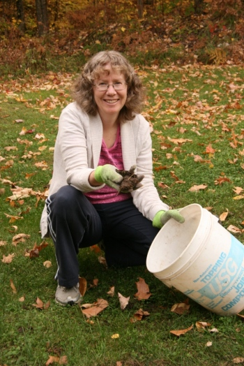 Kathy picks up gloved sh*t BY HAND because she's not fond of stepping on it.