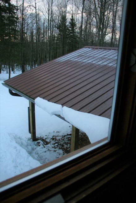 Almost bare roof.  If you have eagle eyes, note pile of snow beneath.